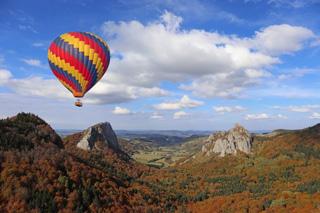 Montgolfière au dessus des volcans d'Auvergne